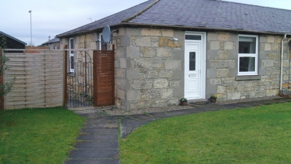 2 bedroom end terraced bungalow for rent Elgin